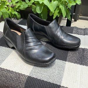 Thom McAn Deidre slip on leather heeled shoes